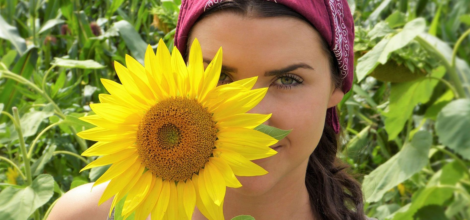 1920x900 girl with sunflower